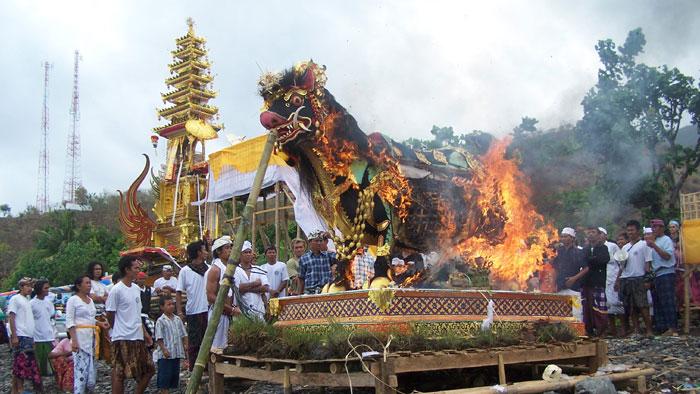 Warga Indonesia Wajib Mengetahui 7 Upacara Adat Ini!