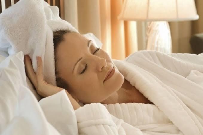 Tidur ketika rambut masih basah